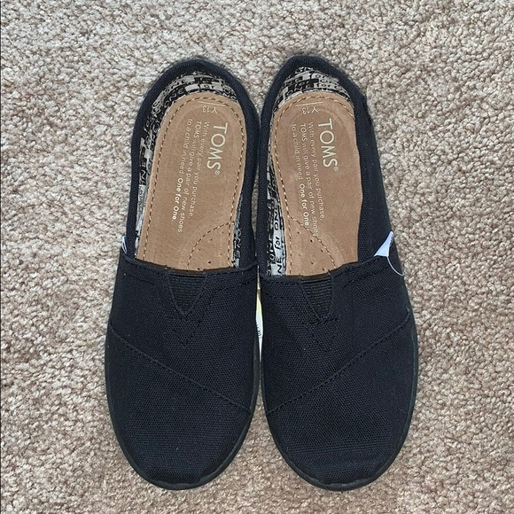 Black Canvas TOMS Youth Classics